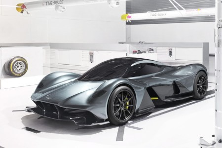 Aston Martin и Red Bull совместно представили гиперкар AM-RB 001 мощностью 1000 л.с. и стоимостью 3,3 млн евро