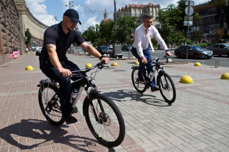 Виталий Кличко передал киевской полиции 100 велосипедов, первые велопатрули выедут на Труханов остров уже завтра