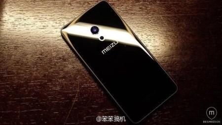 В Сети появилось изображение, на котором предположительно запечатлен смартфон Meizu Pro 7