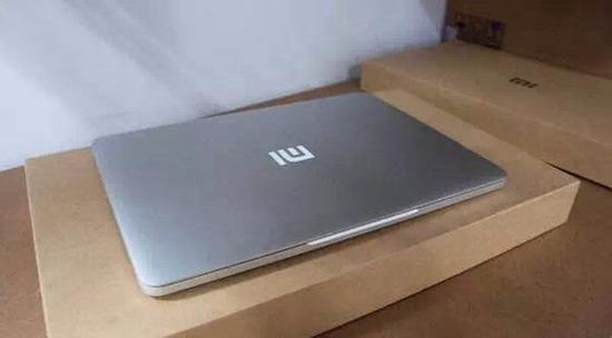 Почти как MacBook Pro: ноутбук Xiaomi засветился на живой фотографии