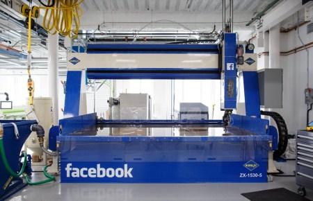 Facebook открыла инженерную лабораторию инновационных продуктов «Area 404»