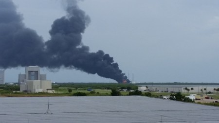 Ракета SpaceX Falcon 9 взорвалась во время испытаний на мысе Канаверал