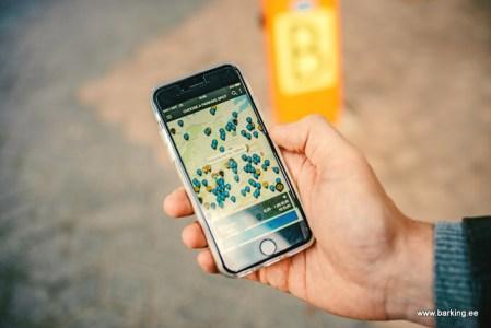 «Uber для парковки»: в Киеве запустился эстонский сервис по аренде паркомест Barking