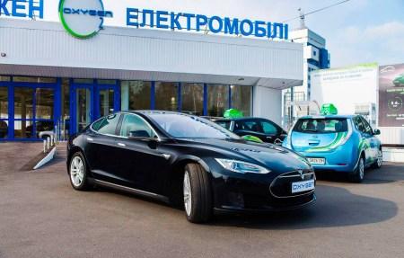 В киевской службе электротакси «Окси-Такси» появился первый электромобиль Tesla Model S