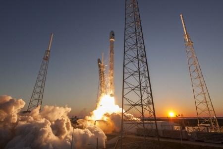 SpaceX запросила у FCC разрешение на запуск 4425 спутников для раздачи интернета. И это больше, чем есть на орбите сейчас