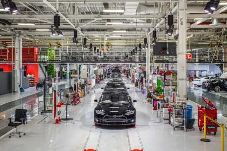 Tesla покупает немецкого производителя промышленных роботов Grohmann Engineering и планирует за два года нарастить выпуск электромобилей в шесть раз – до 500 тыс. в год
