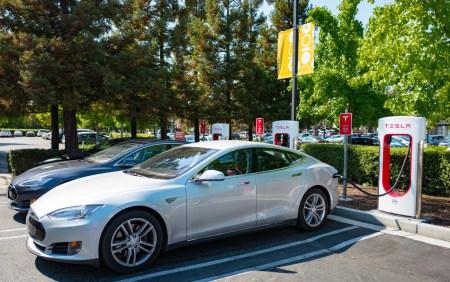 Tesla Motors перенесла строительство станций Supercharger в Житомире и Львове на 2017 год