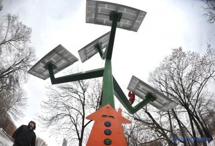 В Киевском зоопарке установили первое в столице «солнечное дерево»