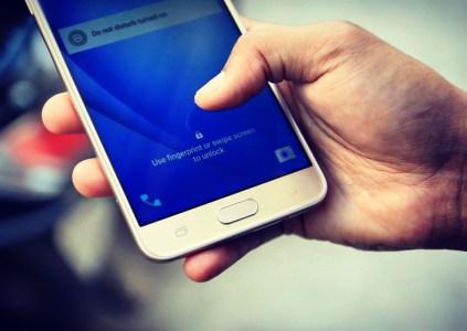 Synaptics создала оптический сканер отпечатков пальцев, который могут добавить в Samsung Galaxy S8