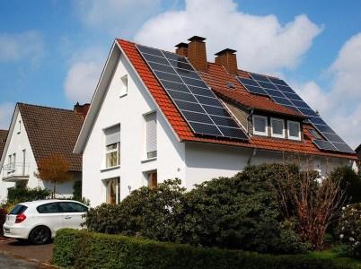 Количество украинских домохозяйств с солнечными панелями за прошлый год увеличилось более чем вчетверо – до 1109 штук, а суммарная мощность более чем в семь раз – до 16,7 МВт