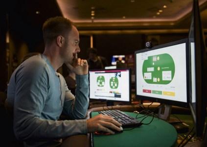 Искусственный интеллект выиграл турнир по покеру у четырёх лучших игроков