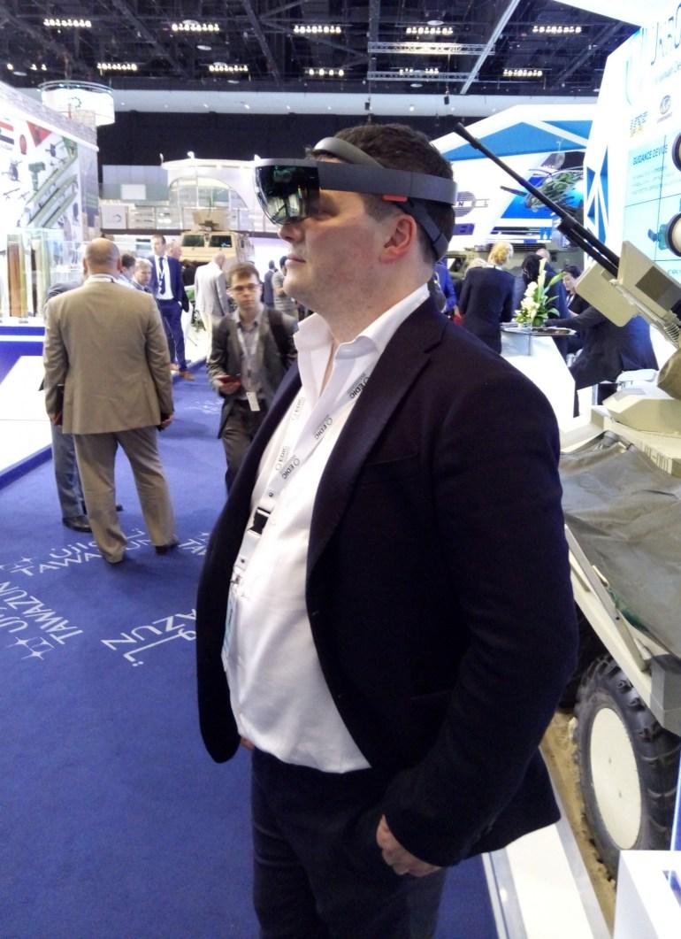 Украинский стартап LimpidArmor показал на IDEX-2017 новый прототип системы кругового обзора для бронетехники на базе Microsoft HoloLens