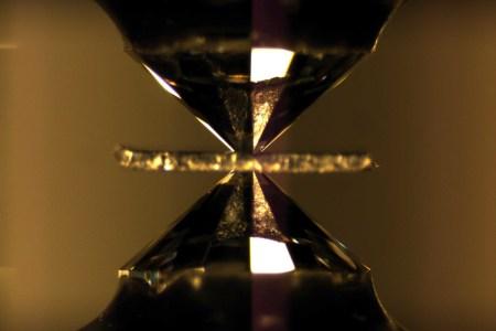 Ученые потеряли единственный на сегодняшний день образец металлического водорода, но уже готовы создавать новые образцы