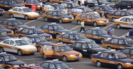 Власти Пекина приняли решение постепенно заменить все 70 тысяч городских бензиновых такси на электромобили