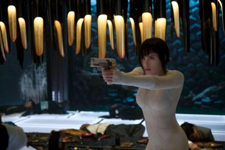 Фильм «Призрак в доспехах» провалился в кинопрокате США, собрав за первый уикэнд меньше $19 млн при бюджете $110 млн