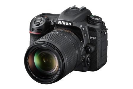 Представлена зеркальная камера среднего уровня Nikon D7500, которая во многом похожа на Nikon D500, но стоит ощутимо дешевле