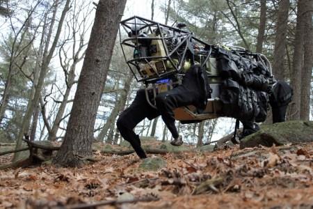 Boston Dynamics занялась трудоустройством своих роботов: курьеры, носильщики, рабочие на заводах