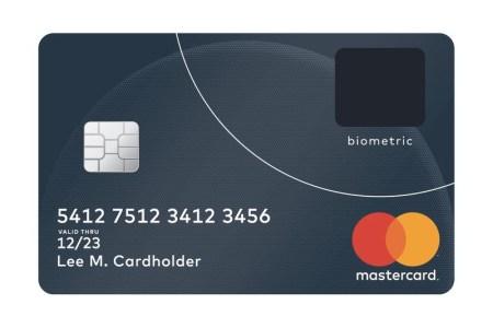 Mastercard встроила сканер отпечатков пальцев в свои новые биометрические платежные карты