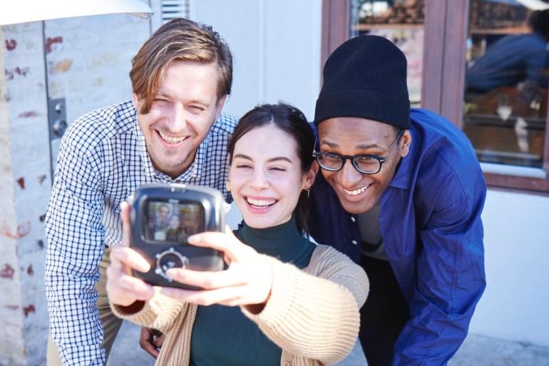 Fujifilm Instax Square SQ10 - новая гибридная камера для мгновенной печати Instagram-фото с ценником $279