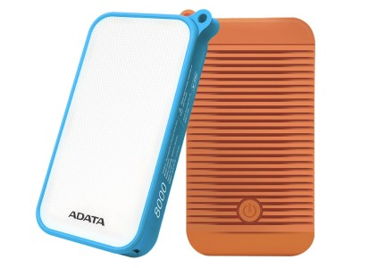 ADATA D8000L — защищенный по стандарту IP54 внешний аккумулятор на 8000 мАч с мощной светодиодной лампой