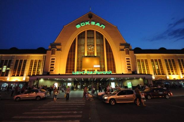 Укрзалізниця установит терминалы самообслуживания для продажи билетов на ЖД-вокзалах Украины начнут с Киева