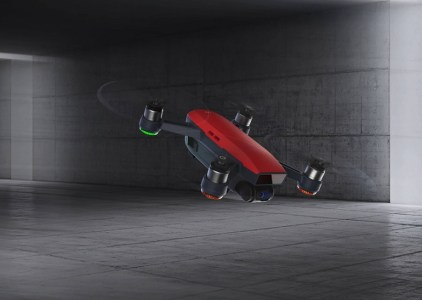 DJI Spark — самый компактный и легкий дрон производителя. Его можно запускать с ладони и полностью управлять при помощи жестов (впервые в сегменте)