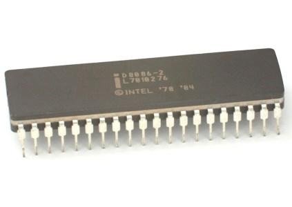 Intel пригрозила Qualcomm патентными исками в связи с её планами использовать x86 эмуляцию в компьютерах с чипами ARM и ОС Windows 10