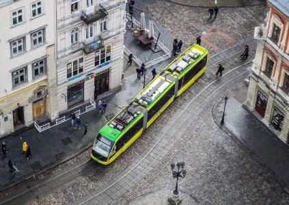 ПриватБанк начал тестировать во Львове систему оплаты проезда в общественном транспорте на основе банковских терминалов