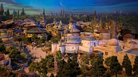 Disney показала детальный макет тематического парка Star Wars Land, открытие которого ожидается в 2019 году [видео]
