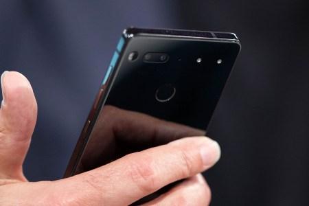 Essential хвастается возможностями сдвоенной камеры своего задерживающегося смартфона
