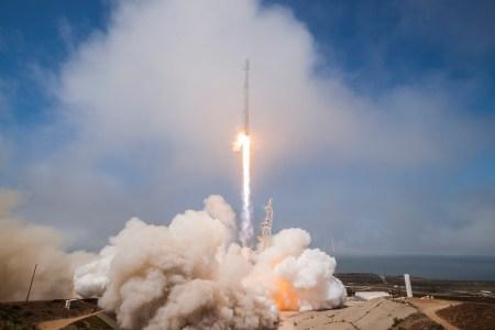 SpaceX вывела на орбиту первый полностью тайваньский спутник FORMOSAT-5 и довела общее число успешных посадок до 15