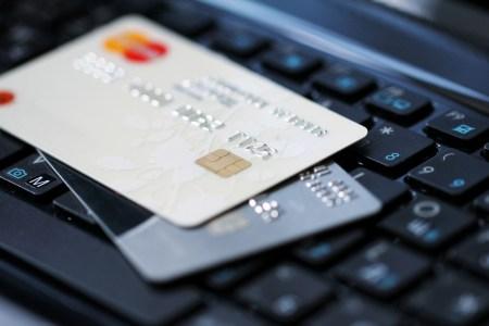 НБУ: В Украине стабильно растут объемы безналичных расчетов, в первом полугодии доля карточных платежей выросла до 38% [инфографика]
