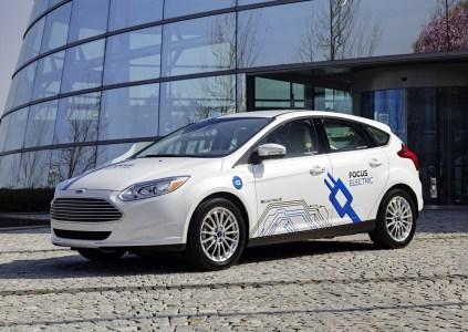 К 2020 году Ford выпустит электрокроссовер с запасом хода 500 км и добавит электрические версии 40% представителей модельного ряда, а с 2030 года запустит массовое производство электромобилей