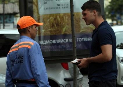В Киеве запустили сервис бесконтактной оплаты парковки автомобиля смартфоном через Privat24