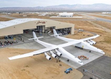 Тест двигателей крупнейшего в мире самолёта Stratolaunch прошёл успешно