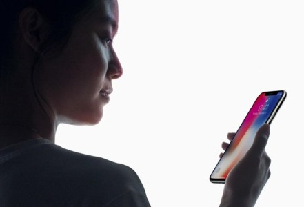 Система распознавания лиц Face ID нового iPhone X может ошибаться в случае с близнецами или близкими родственниками