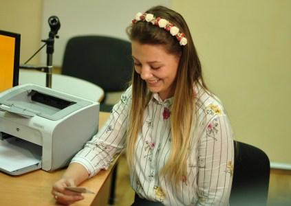 В Украине выдали милионную ID-карту, владельцем паспорта с «золотым» номером №001000000 стала киевская школьница