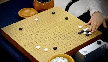 Разработчики DeepMind создали самообучаемую нейросеть. Новый алгоритм для игры в го на ее основе AlphaGo Zero разгромил прежнего чемпиона AlphaGo