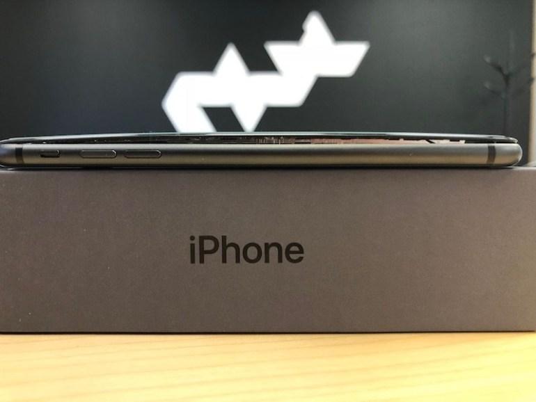 Появились сообщения о новых случаях вздутия смартфонов iPhone 8 Plus из-за потенциальной проблемы с батареей
