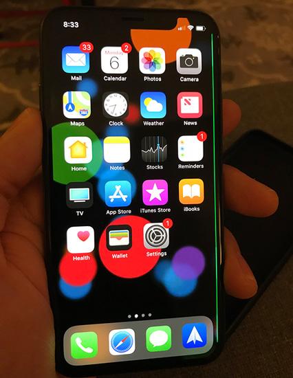 Опять 25: на дисплеях iPhone X появляются зелёные полосы без видимых причин
