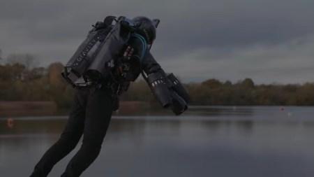 «Настоящий Iron Man»: британец в самодельном реактивном костюме установил мировой рекорд, разогнавшись до 51 км/ч