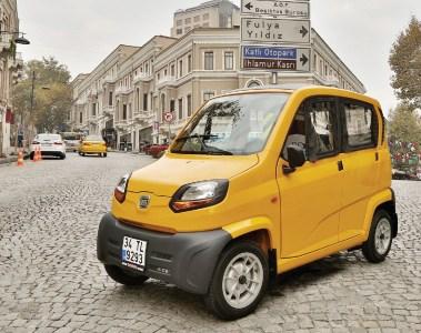 В Украине собираются продавать «самый дешевый автомобиль в мире» Bajaj Qute, представляющий собой четырехместный квадроцикл с закрытым кузовом