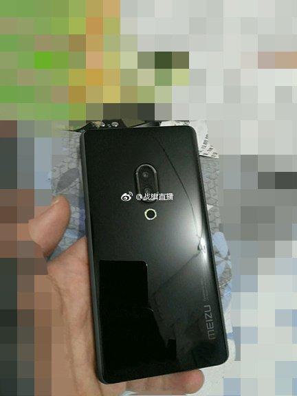 Судя по новым фотографиям юбилейных смартфонов Meizu 15, производитель тестирует несколько разных вариантов конструкции моделей