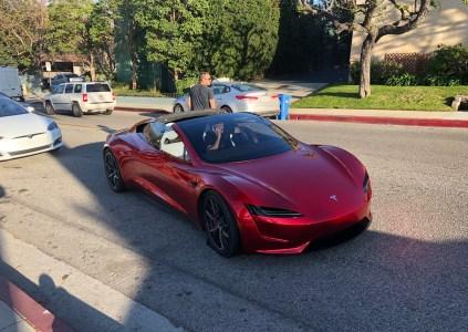 Электрический грузовик Tesla Semi и суперкар Tesla Roadster впервые удалось снять на дорогах общего пользования [фото, видео]