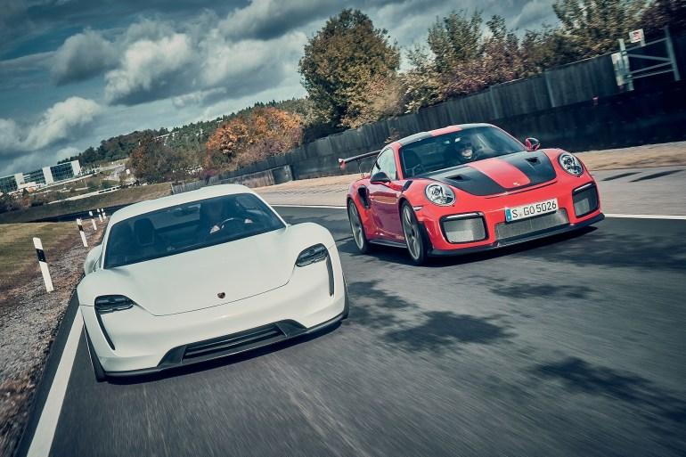 Porsche объявил, что вдвое увеличивает размер инвестиций в разработку электромобилей - с 3 до 6 млрд евро
