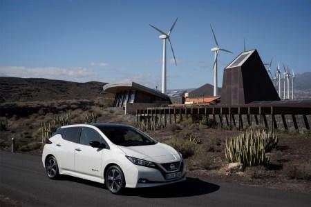 Электромобиль Nissan Leaf 2018 собрал 40 тыс. предзаказов по всему миру, в Европе его уже доставляют первым покупателям, а в США его можно взять в лизинг за $229 в месяц