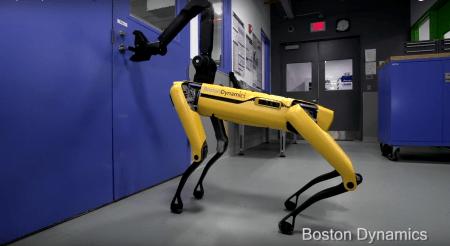 Boston Dynamics научила робота-собаку SpotMini открывать двери (в том числе и для друзей). Все снова заговорили о восстании машин