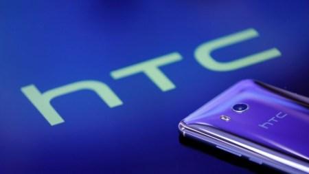 Фото розничной упаковки подтверждает характеристики бюджетного смартфона HTC Desire 12 (Breeze)