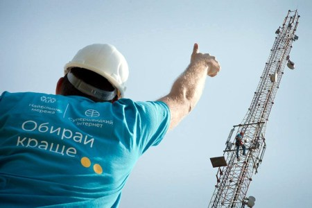 «Киевстар» забрал две из трех оставшихся лицензий на втором 4G-аукционе, а Lifecell вообще не участвовал в торгах. Порошенко анонсировал еще один тендер в диапазоне 900 МГц