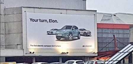 «Твой ход, Илон Маск»: В Hyundai прорекламировали новый электрокроссовер Kona Electric, намекнув на отсутствие достойного конкурента со стороны Tesla